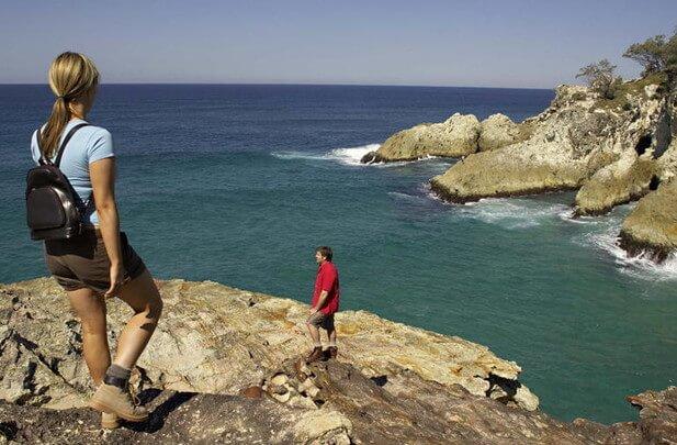 North Stradbroke Island Tour - Couple on Cliff